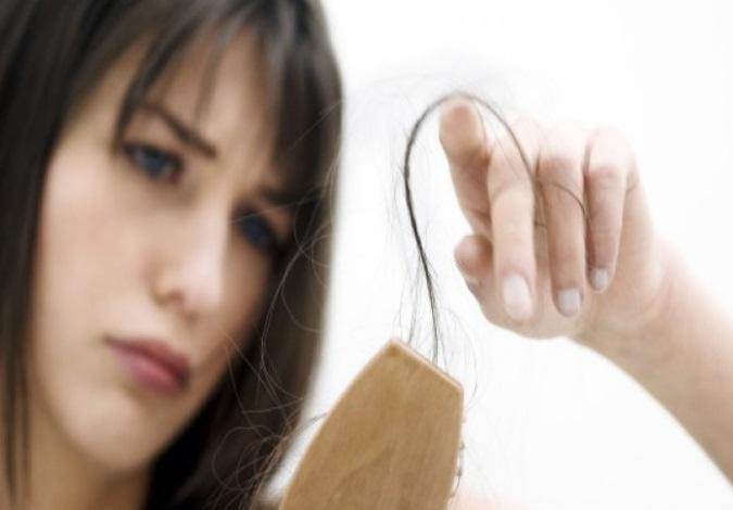 Kadınlarda Saç Dökülmesi Sorunu