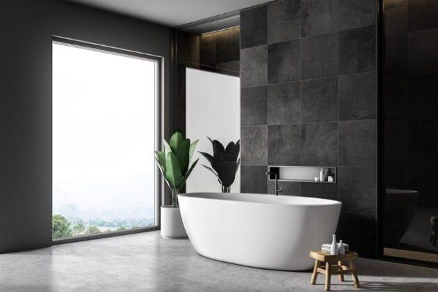 Geniş Aydınlatmalı Banyo Dekorasyonu